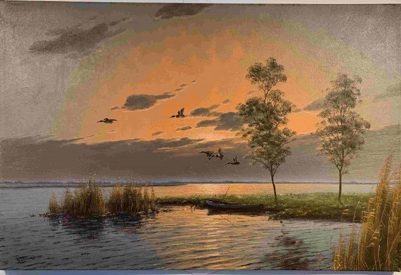 Zonsodergang aan het meer met opvliegende vogels
